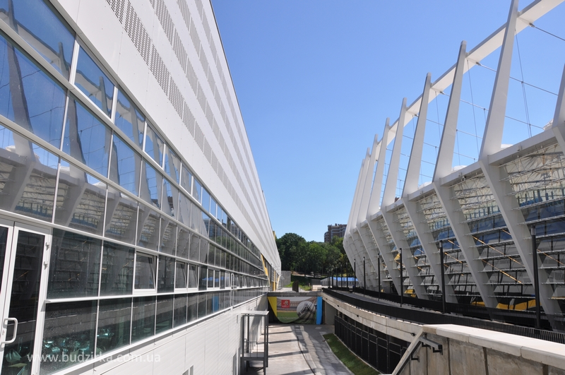 НСК Олимпийский - перфорированный фасад из HPL панелей FunderMax