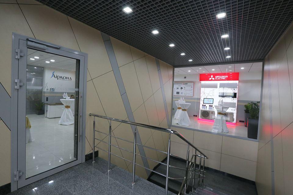 Оформление стен MITSUBISHI ELECTRIC
