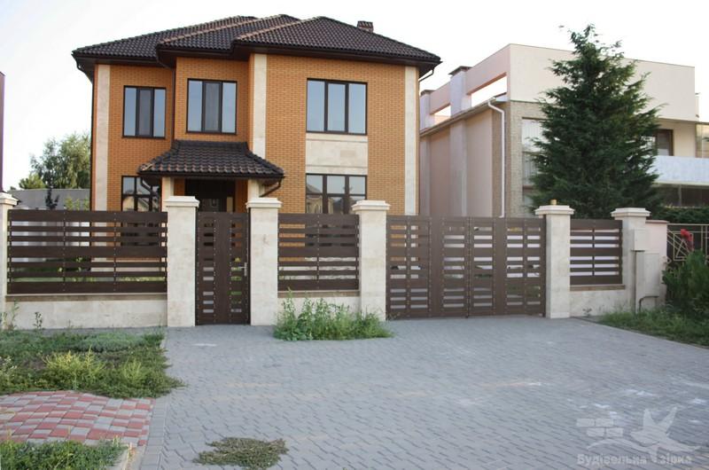 Ограда и ворота в Совиньоне