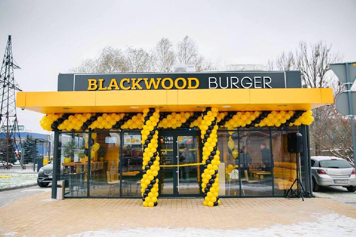 fundermax_hpl_Blackwood_Coffee_&_Burger