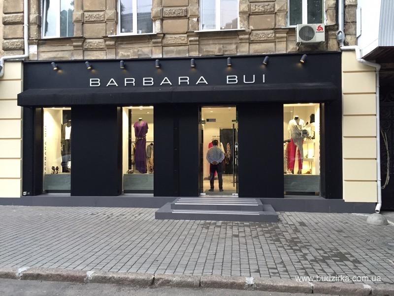 Магазин одежды Barbara Bui - фасад из HPL панелей FunderMax