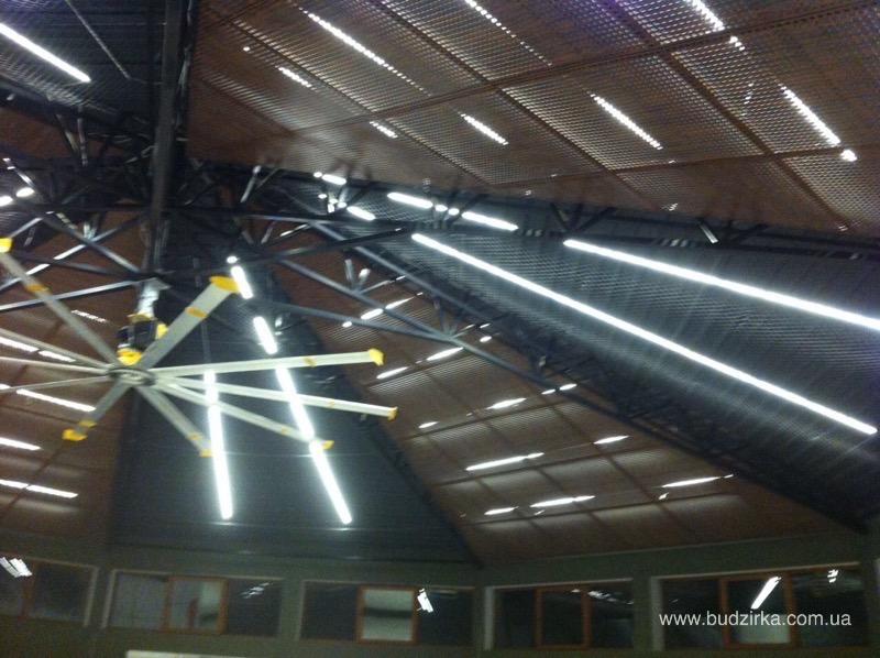 Потолок в спортивном зале GYM
